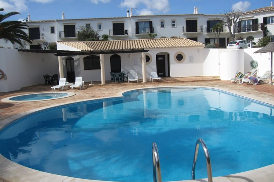Villa To Rent In Figueira Algarve With Shared Pool 116797