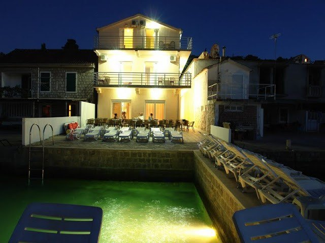 Rooms in apart-hotel Krtoli in Kotor Bay