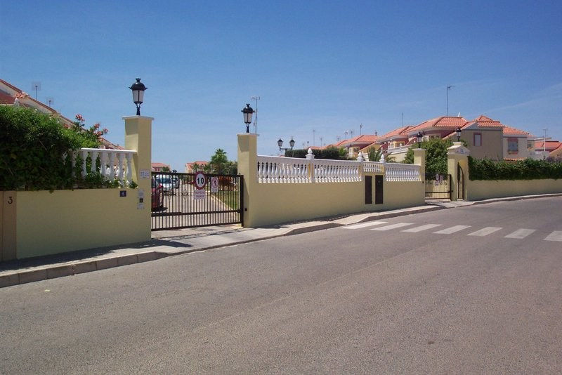 House in Spain, Villapiedra: Private Secured Entrance To The Property