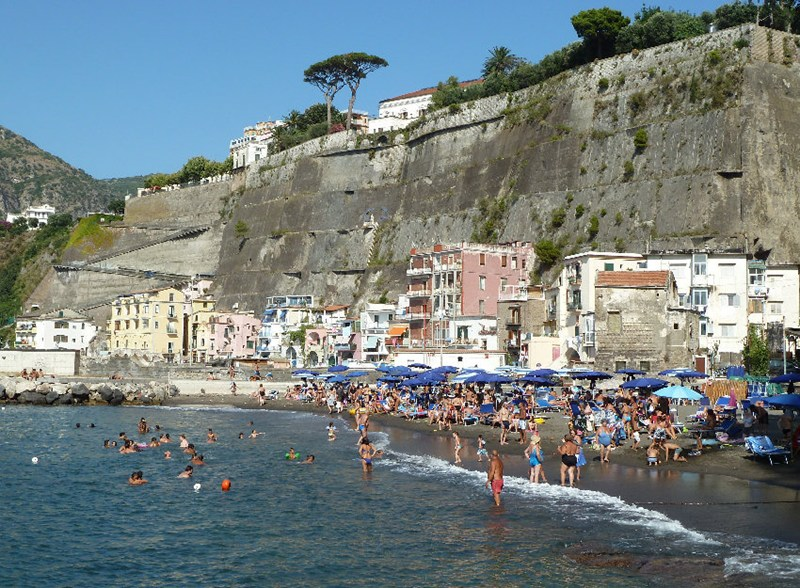 Sant'Agnello Italy  City new picture : Beach apartment with 1 bedroom and 1 bathroom in Sant'Agnello, Italy