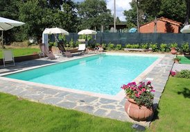 Economical Tuscan Family Holiday Apartment with Pool - 4-5 guests