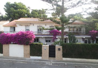 8 bedroom Villa for rent in Aguamarina
