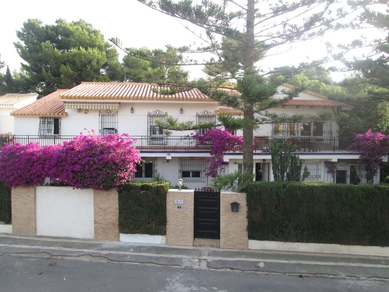 Villa in Spain, Orihuela Costa: front of villa
