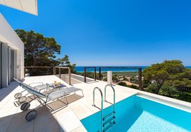 Minimalist villa with spectacular views of the beach of Son Bou