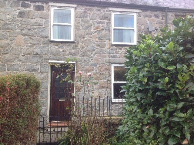 Owners abroad Yr Encil Cottage in Trefor (LLyn Peninsula)