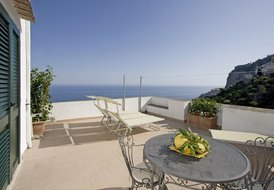 Beautiful sea view apartment with large terrace, 3km from Amalfi
