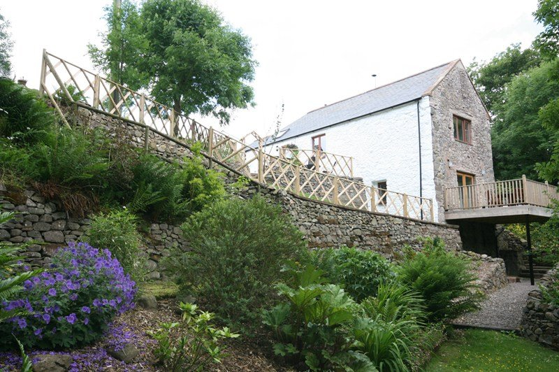 Cottage in United Kingdom, Cairn Valley: View of gable end of cottage showing balcony