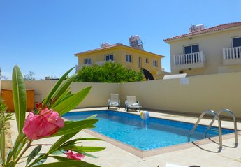 2 bedroom House for rent in Nissi Beach