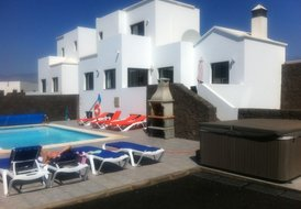 Luxury 4 Bed 3 Bath private heated swimming pool Villa.
