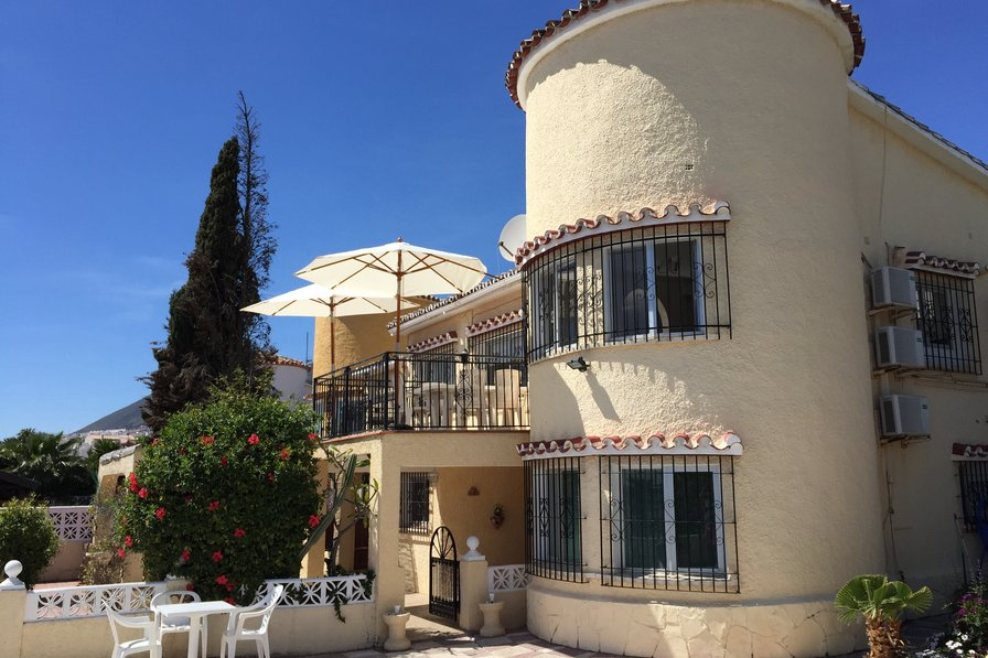 Owners abroad Villa with private pool - Sleeps 8.