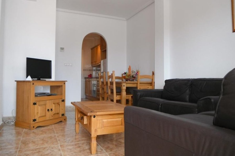 2 bedroom, ground floor apartment in La Cinuelica.