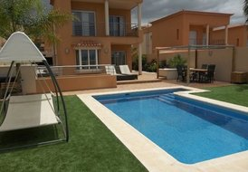 The Green Villa - Modern 3 bed with private heated pool