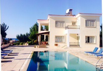 Villa in Cyprus, Polis Chrysochou: Four Bedroom Villa(Prv Swim pool, Wi-Fi, BBQ, en-suite bedrooms..