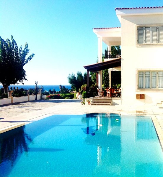 Villa in Cyprus, Polis Chrysochou: You shall enjoy the quiet area in combination with the luxury o..