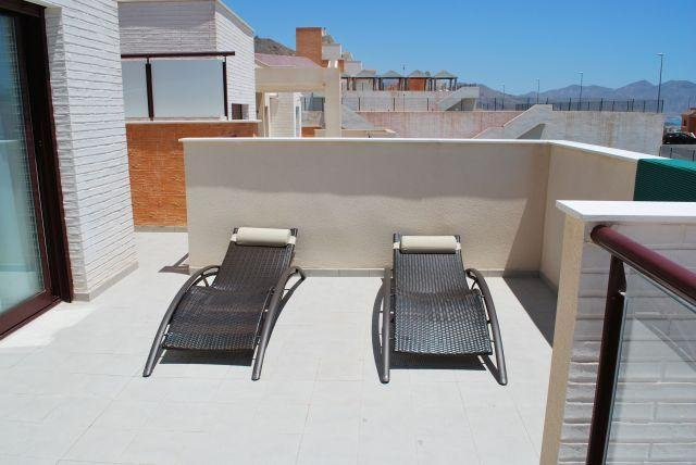 Fabulous 2 Bedroom Seaview Apartment with Wi-Fi and Air Con