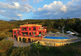 Villa in Greece, Roda: Villa Regina Rossa overlooking the Ionian Sea.