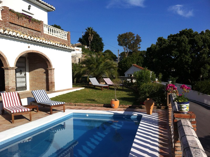 Villa in Spain, Valtocado: Pool and Garden