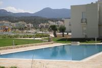 Apartment in Cyprus, Esentepe: Swimming pool adjacent to the apartment