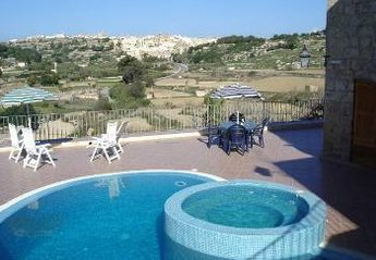 Farm House in Malta, Munxar: Pool