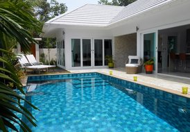 Baan Tai Tara 4, Brand new, private pool & close to the beach!