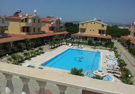 Wonderful 4 bedroom Villa on flat walking distance from the beach