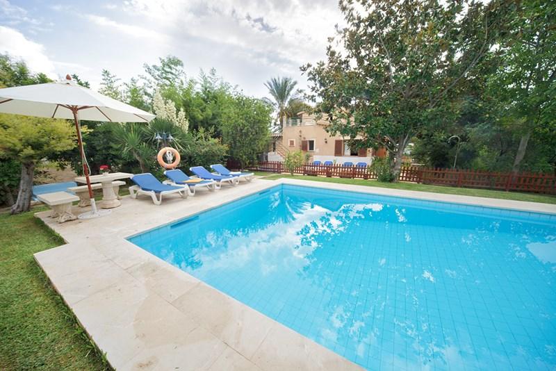 Villa in Spain, Pollensa: Swimming pool & solarium