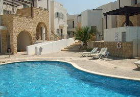 2 Bedroom Luxury Apartment in Peyia with Communal Pool, Sleeps 6
