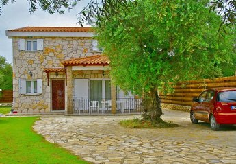 Villa in Greece, Kaminia: Front view of villa