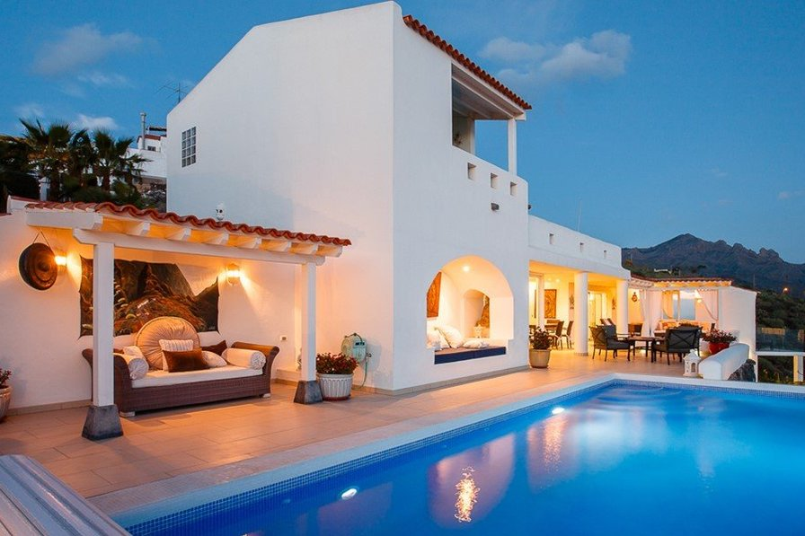 5 BED 5 BATH ULTIMATE LUXURY VILLA WITH POOL