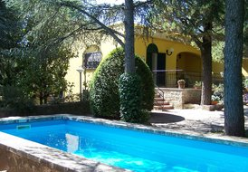 Elegant villa with pool 12 km far from the sea