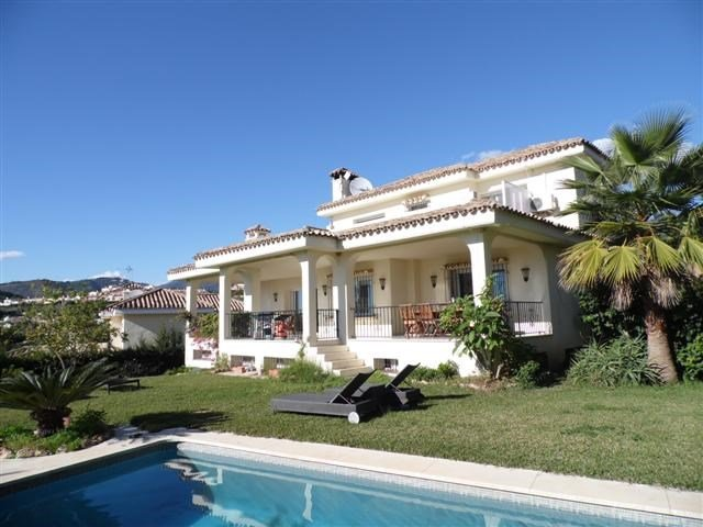 Owners abroad Spacious 5 bedroom villa close to golf & 10 mins to Puerto Banus