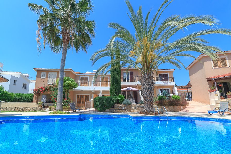 Paphos holiday apartment with pool