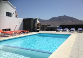 Luxury 3 Bed 3 Bath private heated swimming pool Villa.
