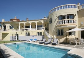 6 bed villa with heated pool close to the beach sleeps 14+