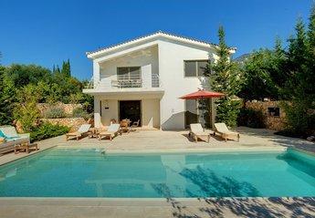 2 bedroom Villa for rent in Trapezaki