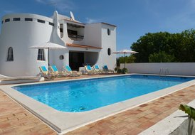 Very quiet Villa with private pool, sea view, 800m from beaches