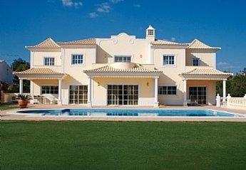 5 bedroom Villa for rent in Almancil
