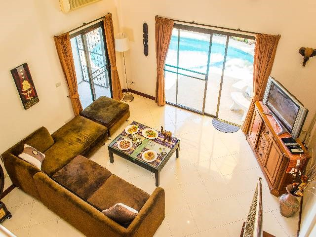 Villa in Thailand, Pattaya: Overlooking the living room and swimming pool from the minstrel galler..