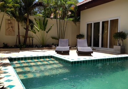 Villa in Jomtien, Pattaya: Front with Private pool