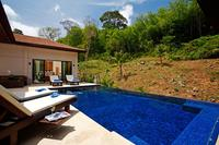 Villa in Thailand, Nai Harn: Secluded infinity pool and sun deck.