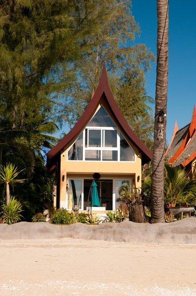 Villa in Thailand, Koh Chang: Elegant Horizons villa from the beach.