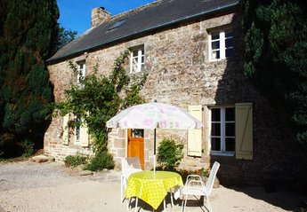 Cottage in France, Morbihan: Summer living in France