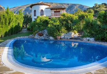 Villa in Spain, Alora, El chorro: Stunning 2 bed villa, private pool, secluded mountainside location