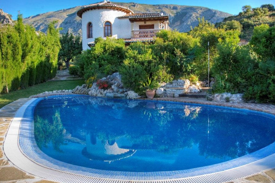Villa in Spain, Álora: Private pool and landscaped garden