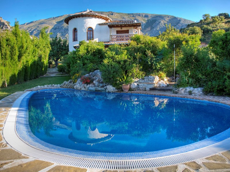 Villa in Spain, Alora, El chorro: Private pool and landscaped garden