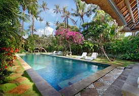 Fantasy land villa,easy walk to Merta Sari beach