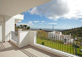 Modern apartment with amazing views in Elviria, Marbella