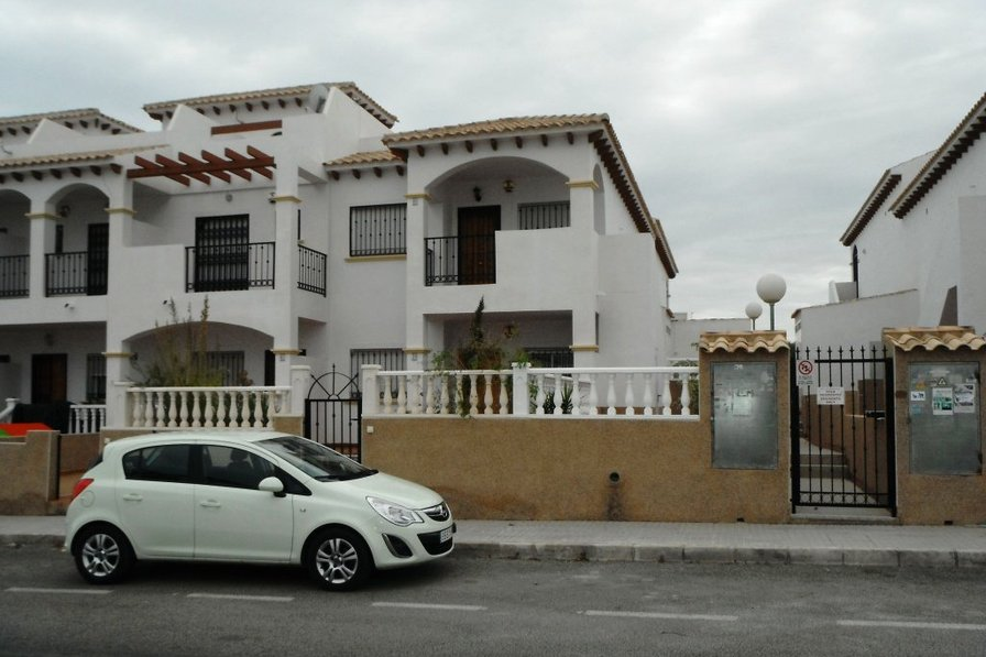 2 bedroom, first floor apartment in La Cinuelica.