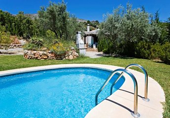 Villa in Spain, Álora: Fantastic 2 storey group villa with large garden, private pool.