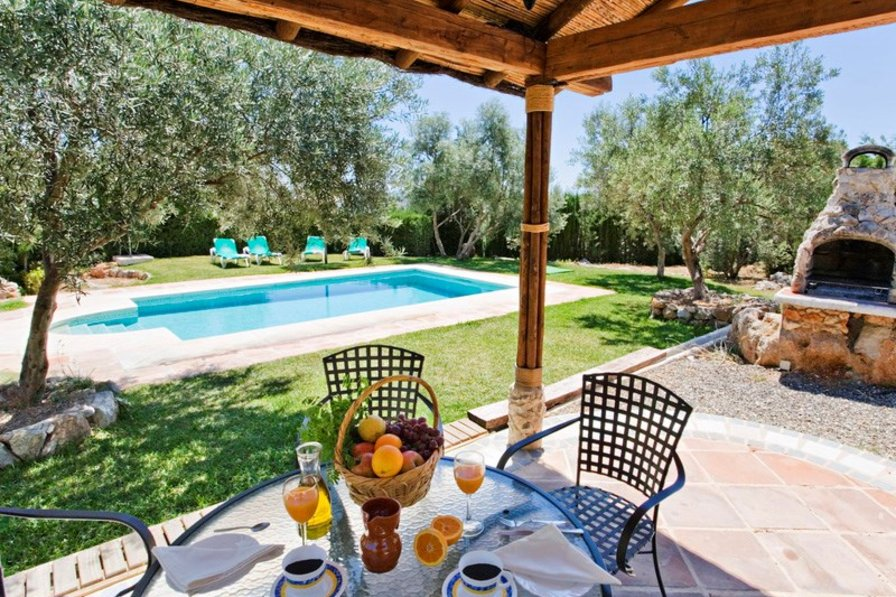 Villa in Spain, Álora: Outside dining terrace and poolside bbq